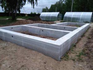Монтаж фундамента для бани